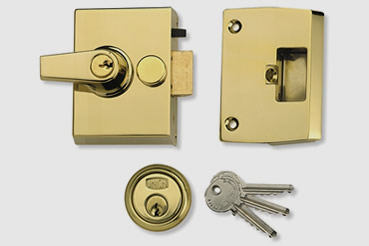 Nightlatch installation by Wood Green master locksmith